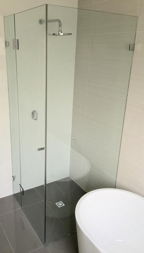 Frameless Shower Screen3